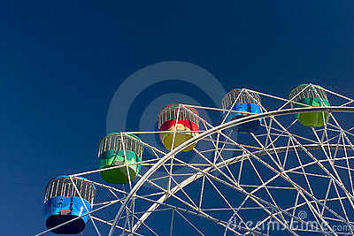 Amusement Park: Colorful Wheel