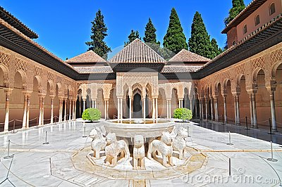 Patio de los Leones Patio of the Lions in the Palacios Nazaries, The Alhambra, Granada, Andalucia, Spain.