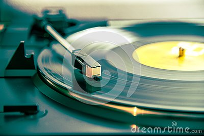 Turntable and vinyl