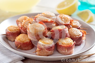 A plate of delicious bacon wrapped scallops