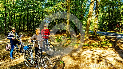 Biking through the heather fields and forests in the Hoge Veluwe nature reserve