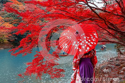 Travelers wear a kimono to see the beauty of autumn.