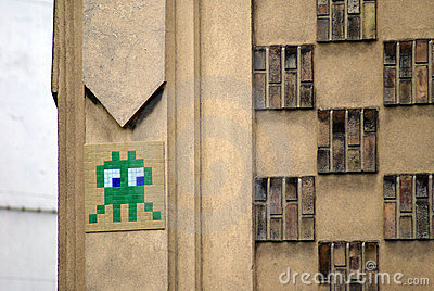 Side glance of a curious space invader mosaic