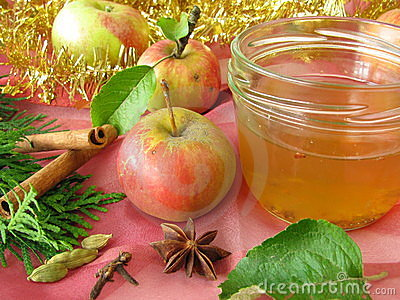 Apple jelly with christmassy spices