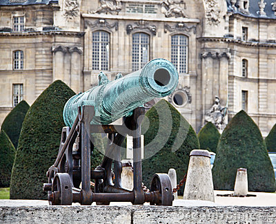 Old French army cannon 1
