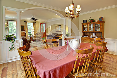 Tasteful dining and livingroom