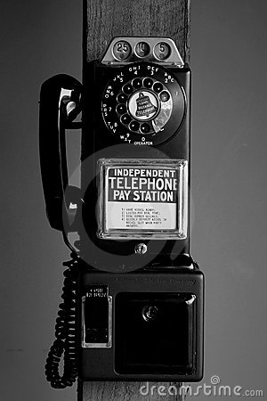 Pay telephone with dial
