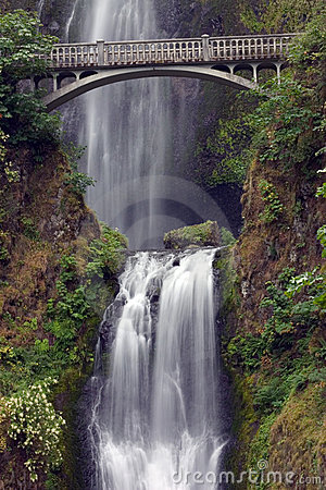 Multnomah Falls with Bridge