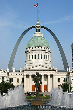St. Louis Courthouse and Gateway Arch with Fountain