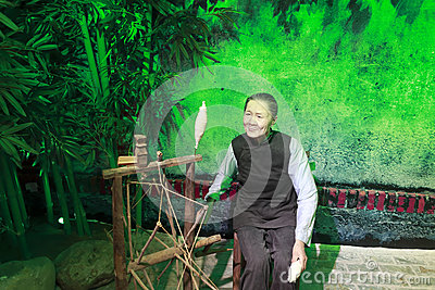 Chinese ancient spinning worker wax figure