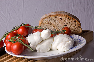 Plum Tomatoes and Mozzarella