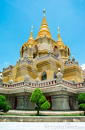 Side view gold stupa relegion of thailand