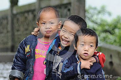 Children happy life in the poor old village in China