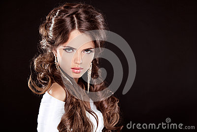 Brunette. Luxury Woman with Long Brown Curly Hair. Fashion Model