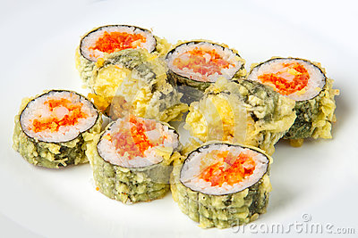 Sushi roll with tempura tuna and salmon