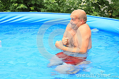Man freezing in pool