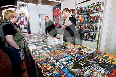 People talk about comic books at graphic novels stand