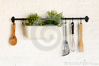 Kitchen utensil hang