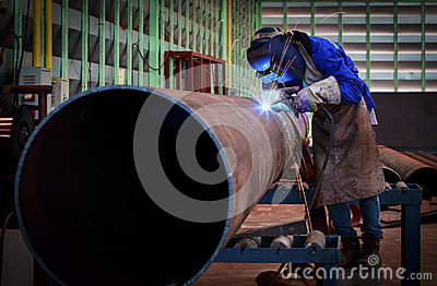 Pipe welding on the pipeline