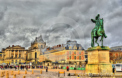 Statue of Louis XIV in front of the Palace of Versailles