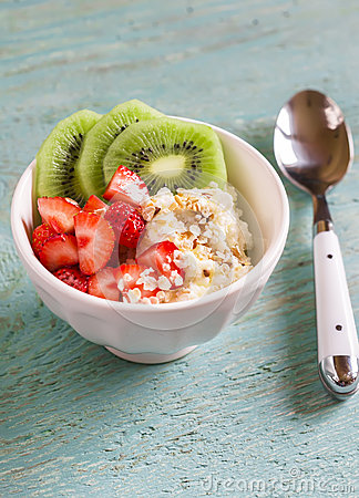 Cottage cheese with strawberries, kiwi, honey, cereals and seeds of flax - a healthy food, tasty and healthy Breakfast or snack.