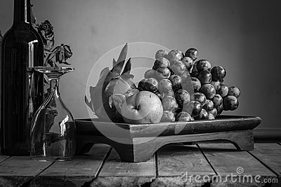 Fruit tray with black and white.