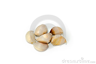 Six peices of garlic.