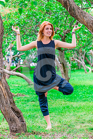Woman doing yoga in the parkс