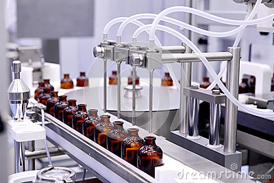 Bottling and packaging of sterile medical products. Machine after validation of sterile liquids. Manufacture of pharmaceuticals.La