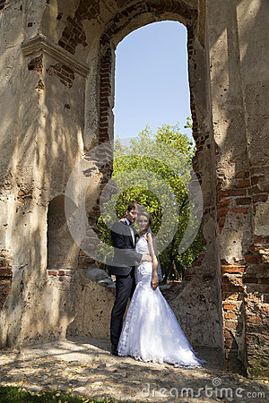 Newly weds posing at an architectural site