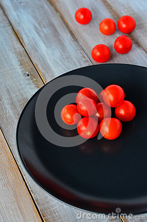 Cherry tomatoes in a black plate