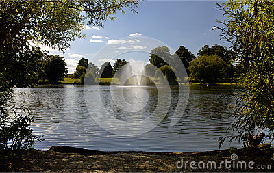 Diss Mere fountain and Park