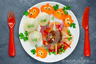 Creative idea for baby dinner or lunch - funny spider meatball w