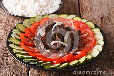 Marinated roast beef Lok Lak with vegetables and a side dish of