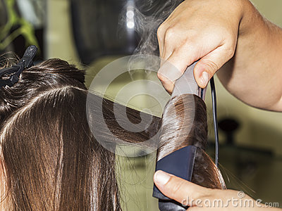 Making curles with hair iron at the hairdressers
