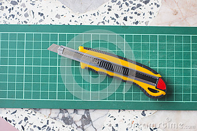 Green cutting mat with knife