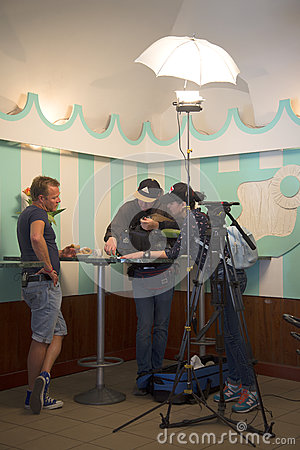 Host of the television show ``Let`s go eat`` on NTV channel John Warren on the set of the next program in the oldest pyshechnaya S