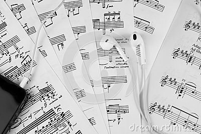 Notes sheet music learning play guitar arpeggios piano saxophone harp violin cello bass oboe flute orchestra score conductor choir