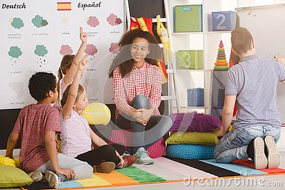 Polyglot children answering question
