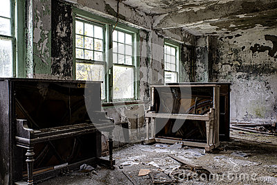 Vintage Piano and Couch - Abandoned Hospital / Sanitarium - New York