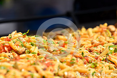 Cooking pasta with mussels