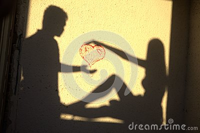 Sillhouette loving couple heart