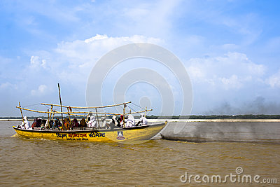 The Indian people take a boat ride on the Ganges