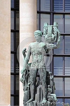 阿波罗雕塑有里拉琴的(apollon musag¨te)在trocadro庭院里亨利布查图片