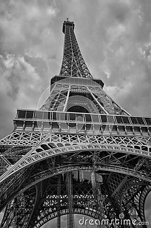 查寻艾菲尔铁塔