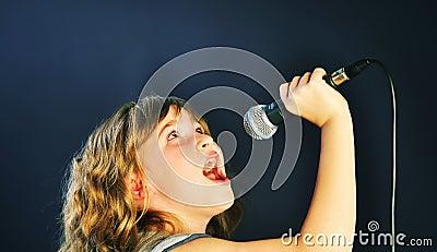 表情唱歌话筒邪恶动画片动态表情包_表情分享话筒展示唱歌图片