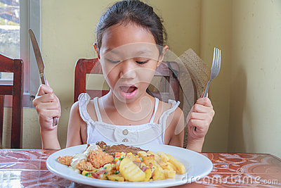 吃牛排的女孩 库存照片