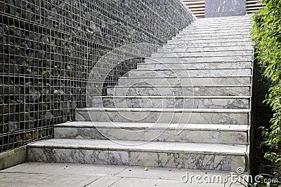大理石台阶在现代房子里