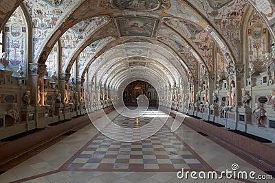 欧洲大厅长的豪华宫殿.图片
