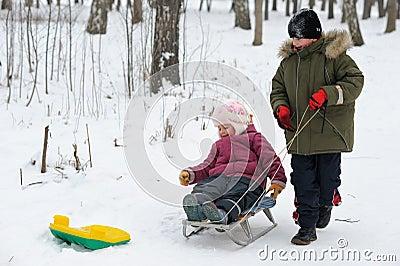 儿童比赛冬天 图库摄影